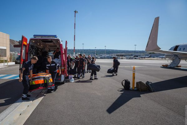L'équipe d'urgentistes du BMPM au départ à l'aéroport de Marseille Provence à destination de Beyrouth jeudi 6 août.
