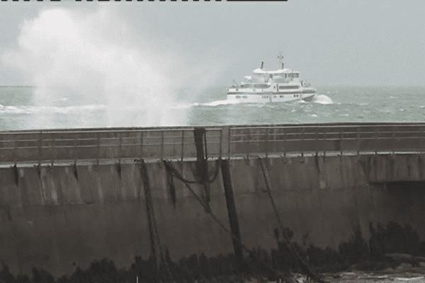Le Conquet, dimanche 31 décembre 2017, avant l'arrivée de la tempête Carmen et l'annulation des liaisons vers les îles.