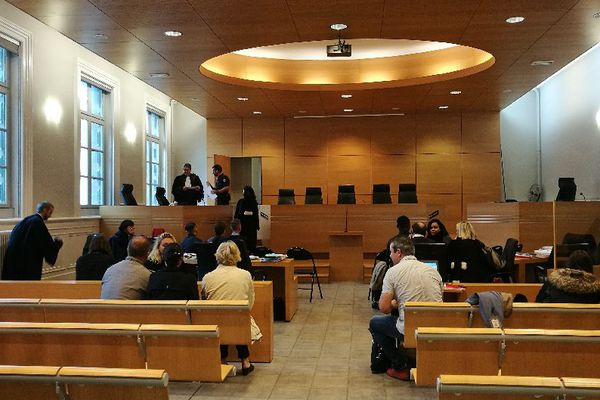 Quinze prévenus comparaissent devant le tribunal correctionnel de Poitiers pour trafic de drogue au centre pénitencier de Vivonne (86).