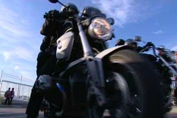 La moto en cette période apparaît comme un moyen idéal de découvrir l'île.