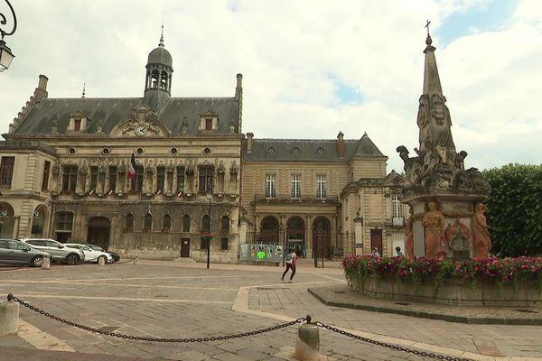 Les quatre candidats présents au premier tour des élections municipales à Noyon sont toujours en lice au second tour.