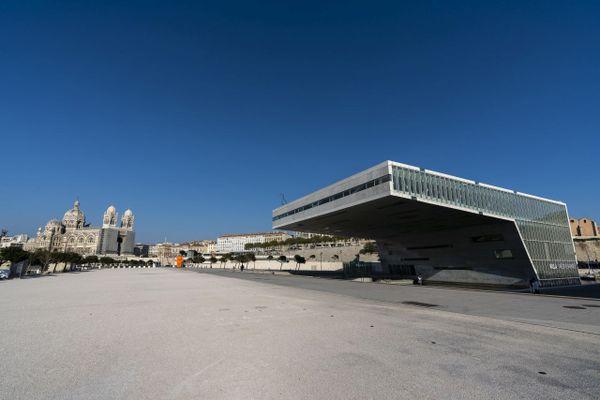 Un ciel pur au-dessus de Marseille vidée de ses habitants et des touristes pendant le premier confinement.