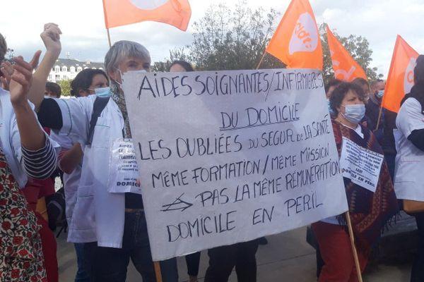 Manifestation d'aides-soignantes à Nantes, le 13 octobre 2020