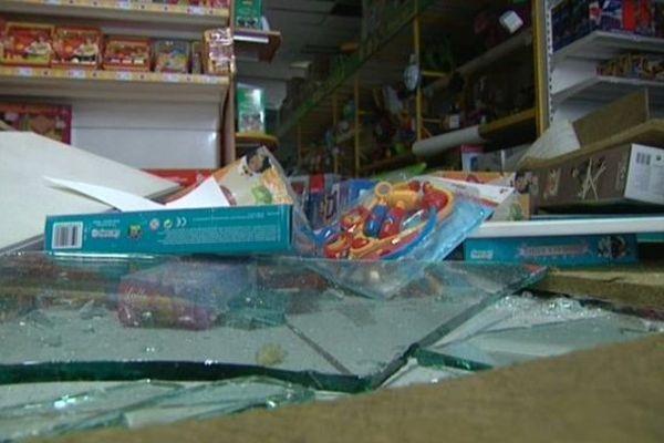 Ce magasin de jouets d'Halluin a subi de plein fouet la tornade de samedi soir.
