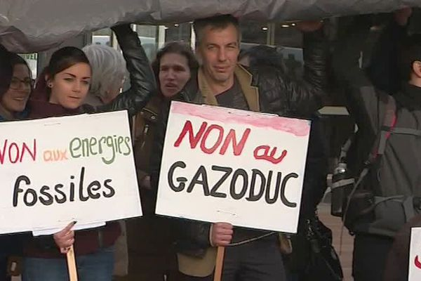 Pyrénées-Orientales - manifestation contre le gazoduc France-Espagne - archives