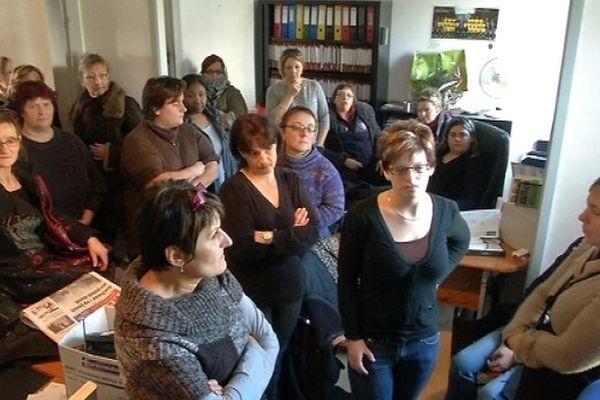 """Décembre 2012. Les salariées de """"Gardenia"""" occupent les locaux de l'association d'aide à domicile. Elles protestent contre les conditions de la liquidation de la structure."""