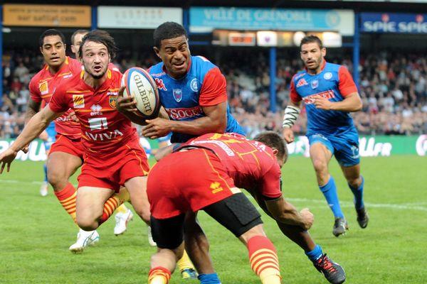 Les équipes de rugby USAP et FCG s'étaient affrontées pour le Top 14 en octobre 2012 au stade Lesdiguières de Grenoble. Ils se retrouvent sur le terrain le 12 novembre 2017 au stage Aimé Giral à Perpignan.