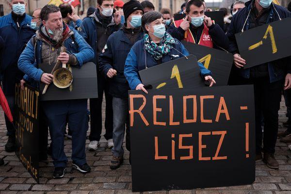 Des salariés de la SAM, société aveyronnaise de métallurgie, installée à VIviez (Aveyron) manifestent en mars dernier contre l'offre de reprise de CIE Automotive