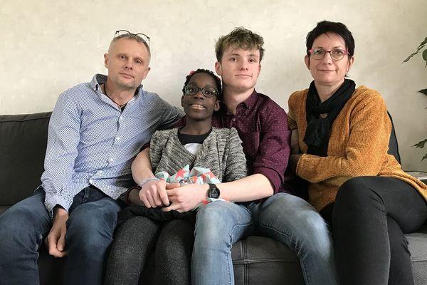 Bertrand, Rémy, Laurence aimeraient que Lola puisse obtenir la nationalité française