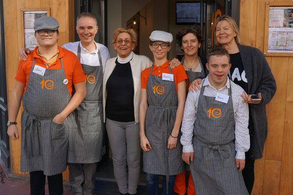 L'équipe du restaurant 10 Saveurs à Levallois-Perret.