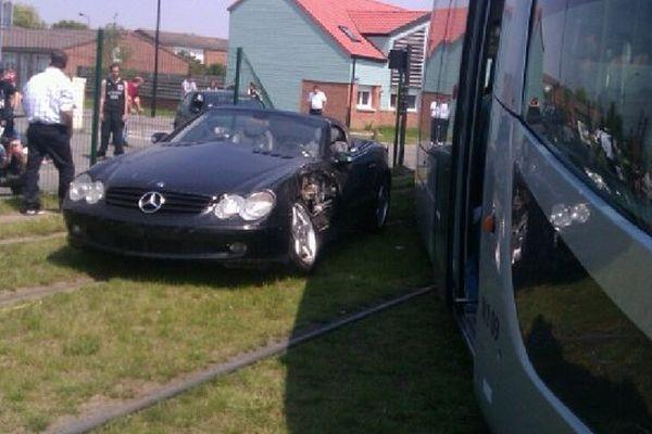 Le tramway Transvilles a déraillé après avoir été percuté un véhicule (Valenciennes).