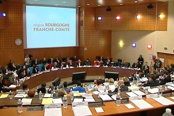 Le conseil régional de Bourgogne Franche-Comté a tenu sa première session plénière décentralisée à Nevers, dans la Nièvre, vendredi 18 novembre 2016.