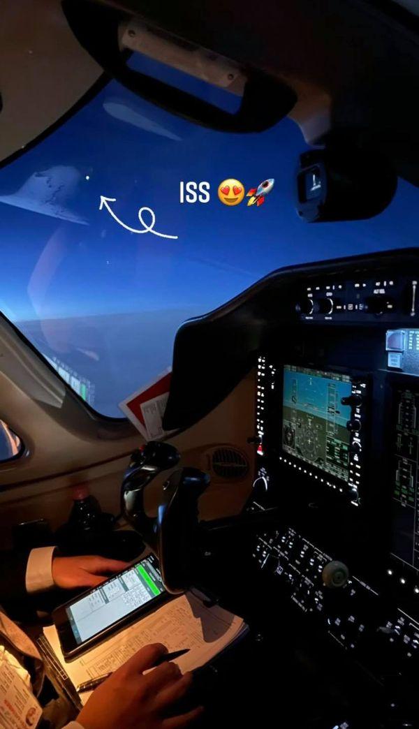 Un coucou au patron, à 39 000 pieds