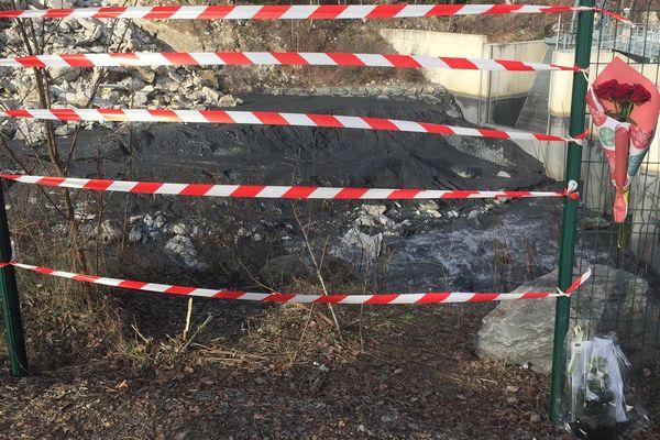 Une voiture dans laquelle se trouvaient trois jeunes a fini sa course dans une rivière à Saint-Jean-de-Maurienne.