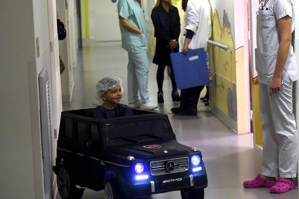 Comme la clinique du Pré au Mans, l'hôpital de Valenciennes, dans le Nord, est équipé de ces voiturettes électriques.