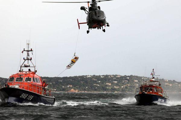 ILLUSTRATION - Exercice mené par les sauveteurs de la SNSM en Corse.