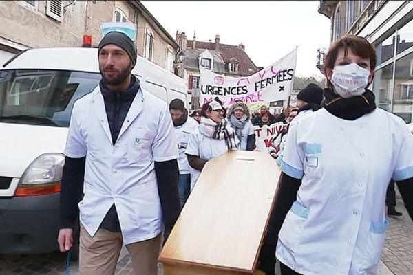 Manifestation pour sauver l'hôpital de Clamecy