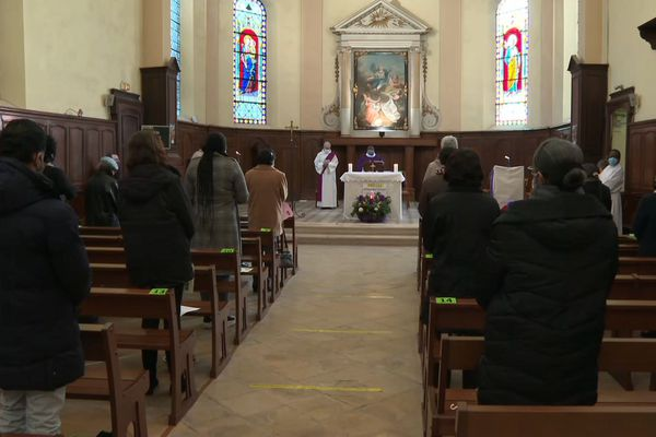A la paroisse de Villepinte (Seine-Saint-Denis), les messes ont été multipliées pour accueillir tous les fidèles.