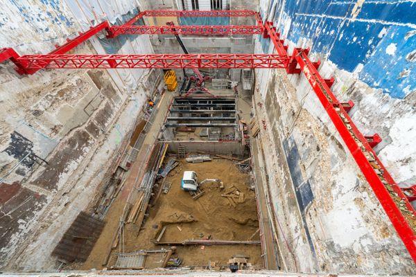Première étape de la construction de la scène et des dessous de la scène de La Scala, janvier- février 2018