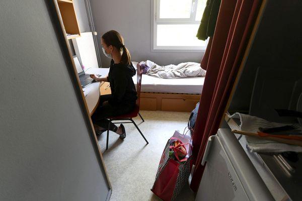 Selon cette enquête menée par un groupe de chercheurs dans trois grandes écoles de Rennes, plus d'un étudiant sur deux dit souffrir d'un sentiment de solitude
