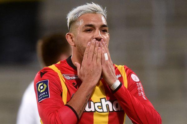 Facundo Medina lors du match RC Lens - Olympique de Marseille au stade Bollaert-Delelis (Lens) le 3 février 2021.