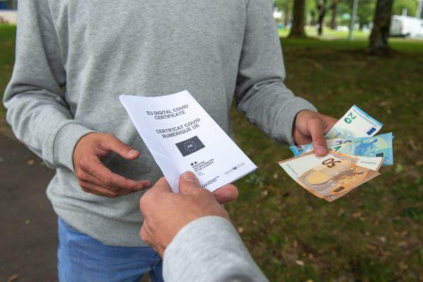 Plusieurs dizaines de milliers de pass sanitaires frauduleux circuleraient en France