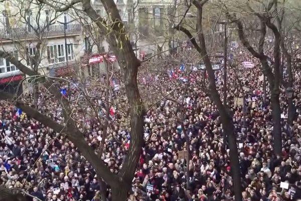 Imagine de John Lenon chantée par la plus grande chorale du monde à Paris lors de la marche pourla Liberté le 11 jenvier 2015