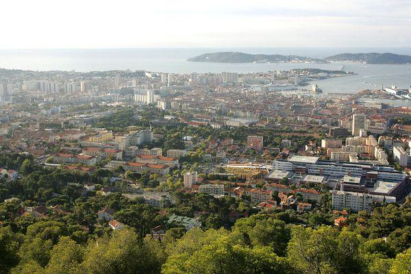 Vue du Toulon, sous le soleil du Var.