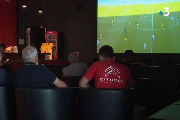 De nombreux supporteurs ont suivi le match PSG-Sochaux dans des bars mercredi 5 août.