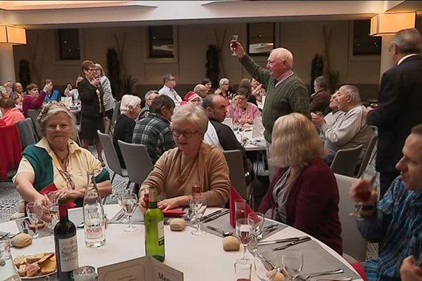 """Une soixantaine de convives étaient conviés au repas de Noël de l'association """"les petits frères des pauvres"""""""