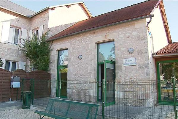 En hommage au chanteur emblématique qui s'est installé au village, la nouvelle école de La Bussière porte le nom de Gilbert Bécaud