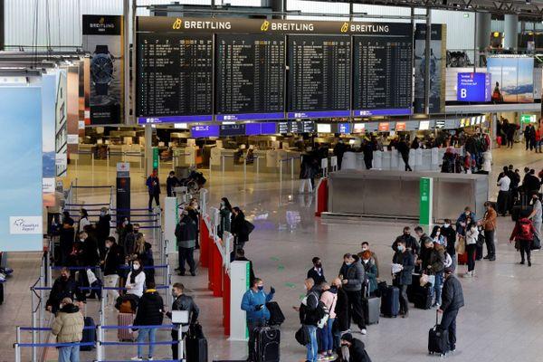 L'aéroport de Francfort-sur-le-Main, le 21 décembre, par lequel a transité la passagère allemande contaminée à la nouvelle souche du coronavirus