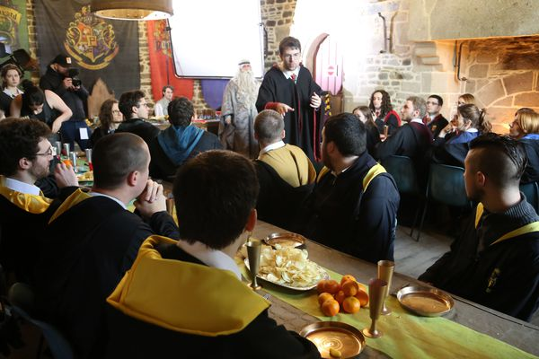 Pendant plus de deux jours, l'équipe du Joueur du Grenier a tourné une vidéo pour sa chaîne Youtube, au château de Fougères.