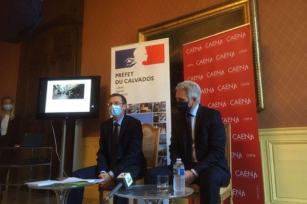 Pas de mesures drastiques pour l'instant mais des mesures de régulation envisagées par le maire Joël Bruneau, ici avec le préfet du Calvados.