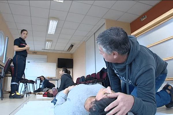 Une formation aux gestes de premiers secours avait lieu ce samedi 12 novembre 2016 à Ayen.