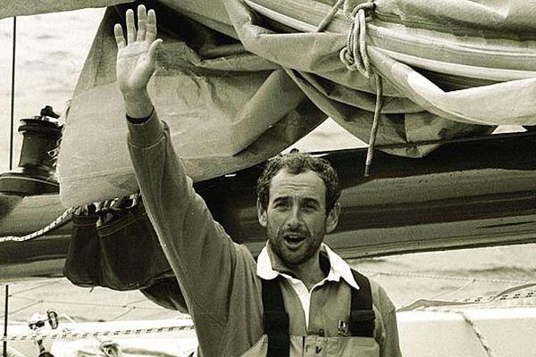 """En 1993 : le Havrais PAUL VATINE remporte  la première édition de la transat Jacques Vabre avec son multicoques """"Haute-Normandie""""."""