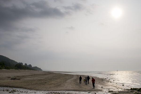 Un ciel marin entre nuages et clarté, ce lundi, à Honfleur.