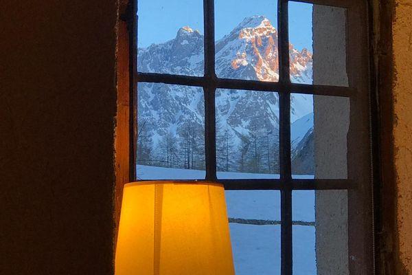 La plus belle montagne est toujours celle qu'on voit depuis sa fenêtre... Ici, c'est le Galibier...