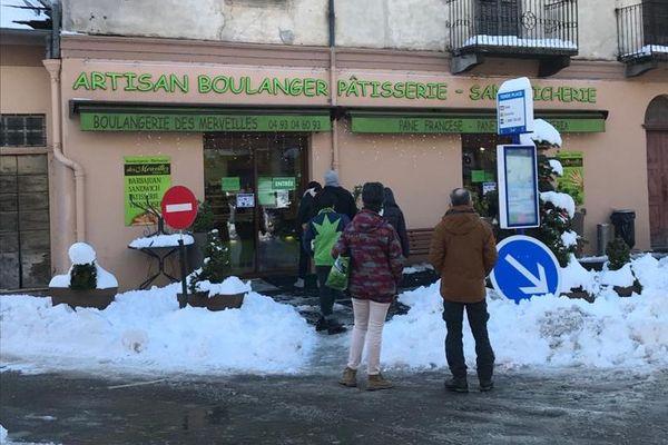 La boulangerie de Tende (Alpes-Maritimes) a pu rouvrir un mois après la tempête Alex.