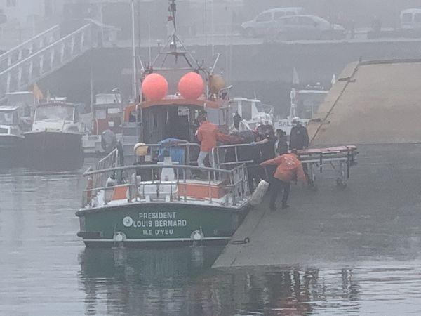 Faute d'hélicoptère du fait du brouillard, c'est la SNSM qui se charge des évacuations sanitaires sur l'île d'Yeu.