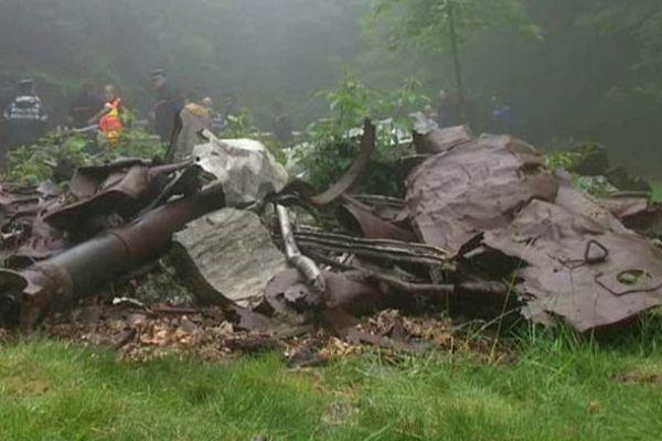 Pas souci de précision, le tournage se déroule à proximité du crash.