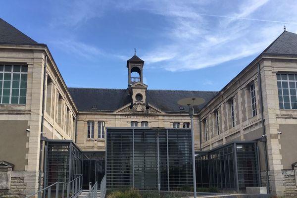 Le couple de proxénètes jugé le lundi 14 octobre à Montluçon, dans l'Allier, risque 10 ans de prison.