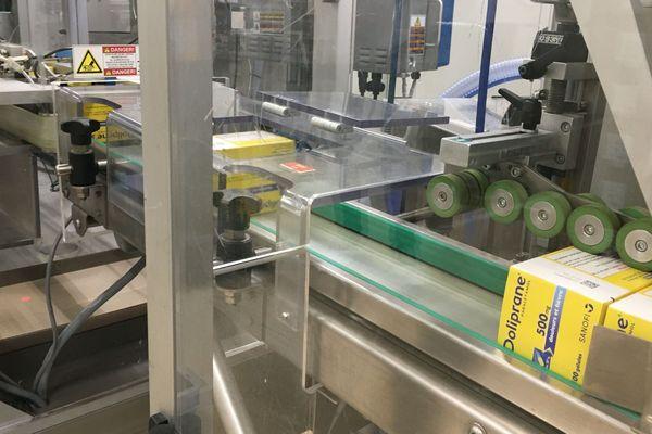 Les boîtes qui contiennent plusieurs centaines de gélules sont destinées aux hôpitaux