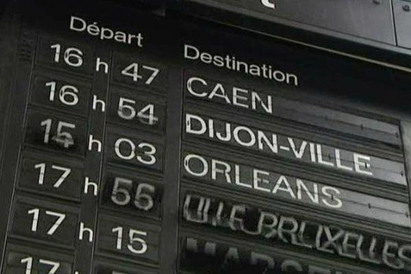 Le tableau d'affichage de la gare de Tours a été démonté