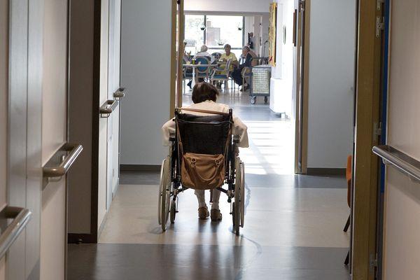 Dans certains Ehpad ou maison d'accueil spécialisé pour personnes polyhandicapées, le confinement s'avère difficile.