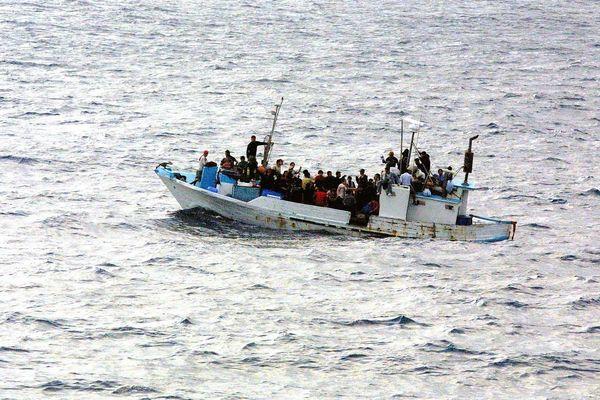 Bateau de migrants en Méditerrannée