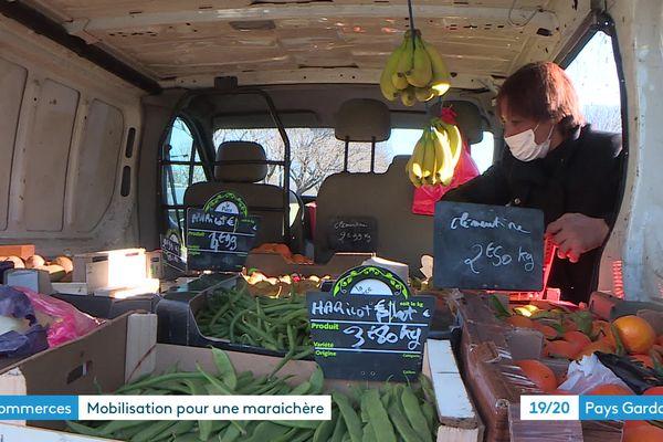 Nîmes - Faute d'emplacement, cette maraîchère vend ses fruits et légumes dans son camion - 2021.