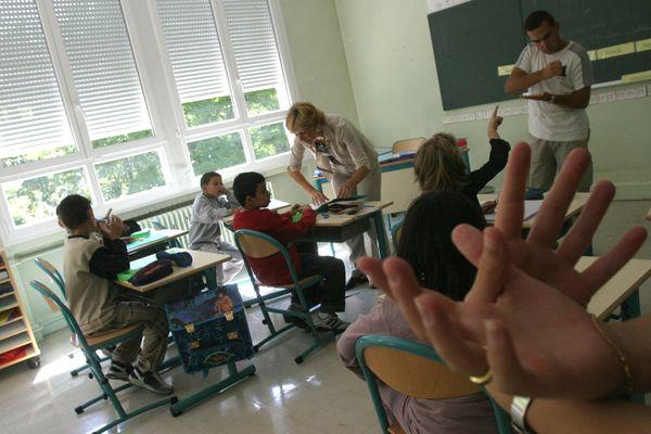 La loi sur le handicap de février 2005 a permis d'améliorer la scolarisation des enfants sourds.