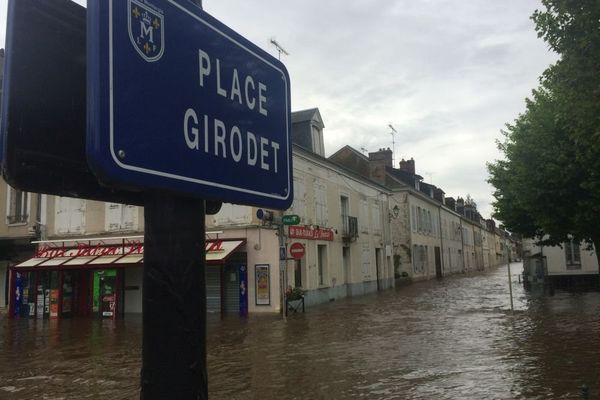 Crue du Loing, le centre-ville est inondé (Photo du 1er juin 2016)