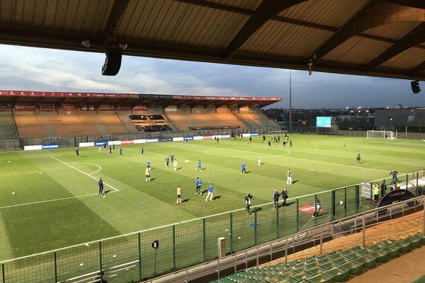 Le FC Chambly à l'échauffement lors de la 26e journée de Ligue 2.